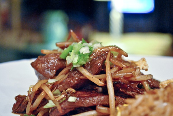 Beef with bean sprouts and scallions